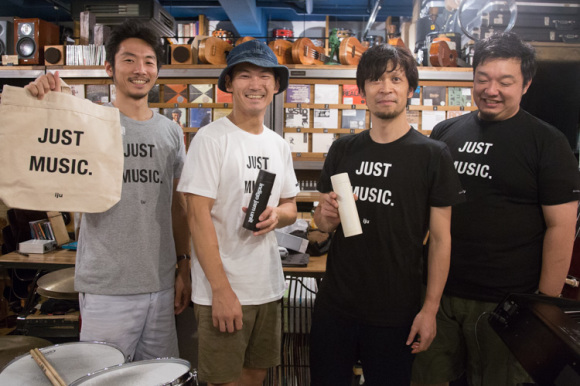 """物販の新アイテム:  """"Just Music.""""Tシャツ & トートバッグ、""""indigo jam unit""""水筒!"""