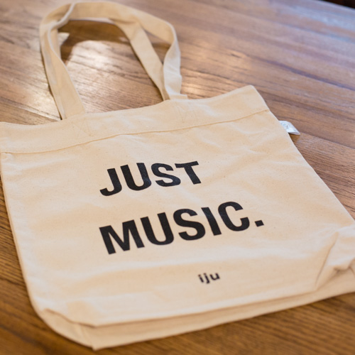 """Just Music.""トートバッグ。"