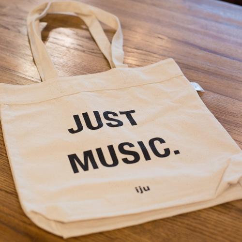 """Just Music.""トートバッグ。"